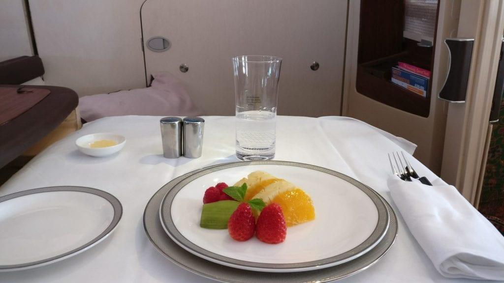 singapore airlines airbus a380 first suites class frühstück