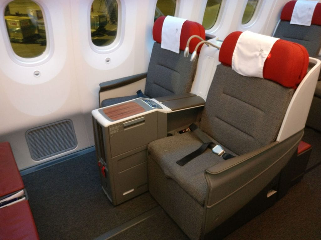 LATAM Business Class Boeing 787 9 Seat 6