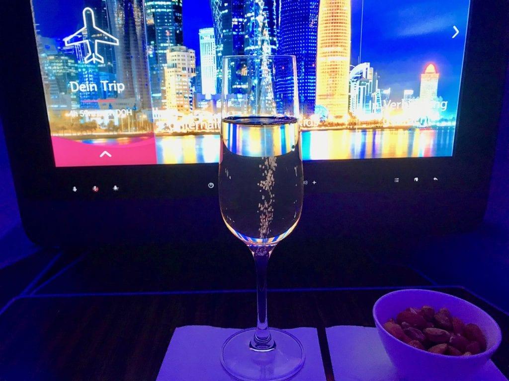 Qatar Airways Business Class Airbus A350 Champagner
