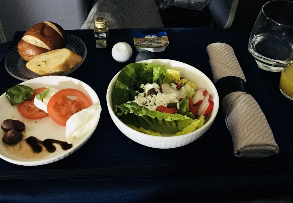 United Polaris Business Class Boeing 767 Essen Vorspeise Salat