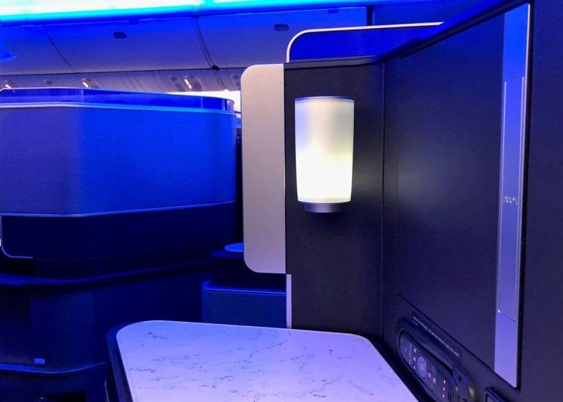 United Polaris Business Class Boeing 767 Sitz Licht