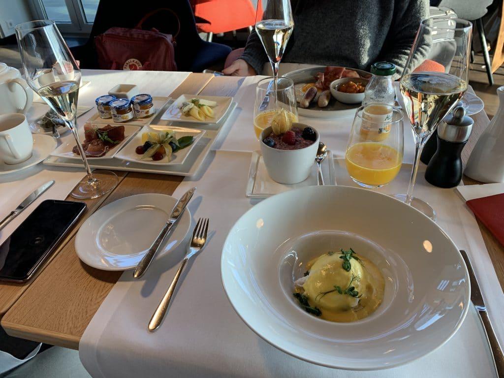 Swiss First Class Lounge E Ei Benedikt