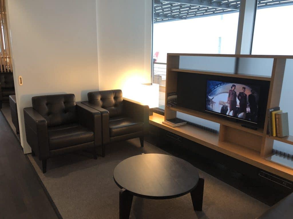 Swiss First Class Lounge E SItzecke