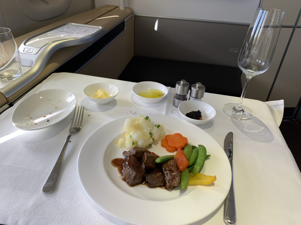 Lufthansa 747 First Class Rindergeschnetzeltes