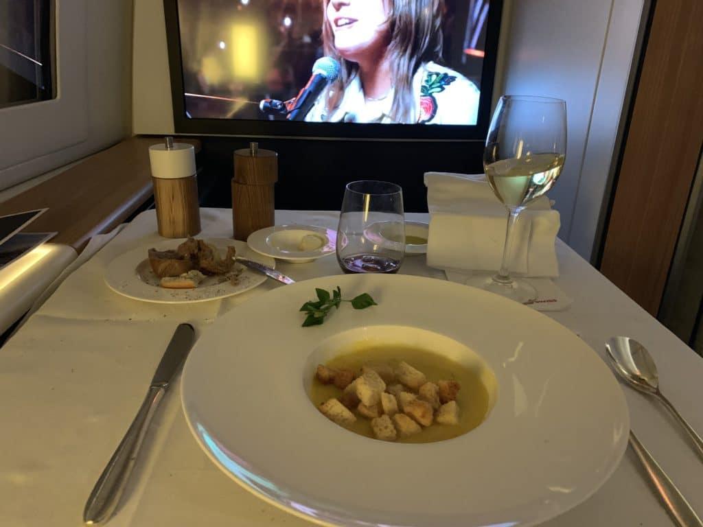 Swiss First Class 777 Vorspeise Mais Kartoffelsuppe