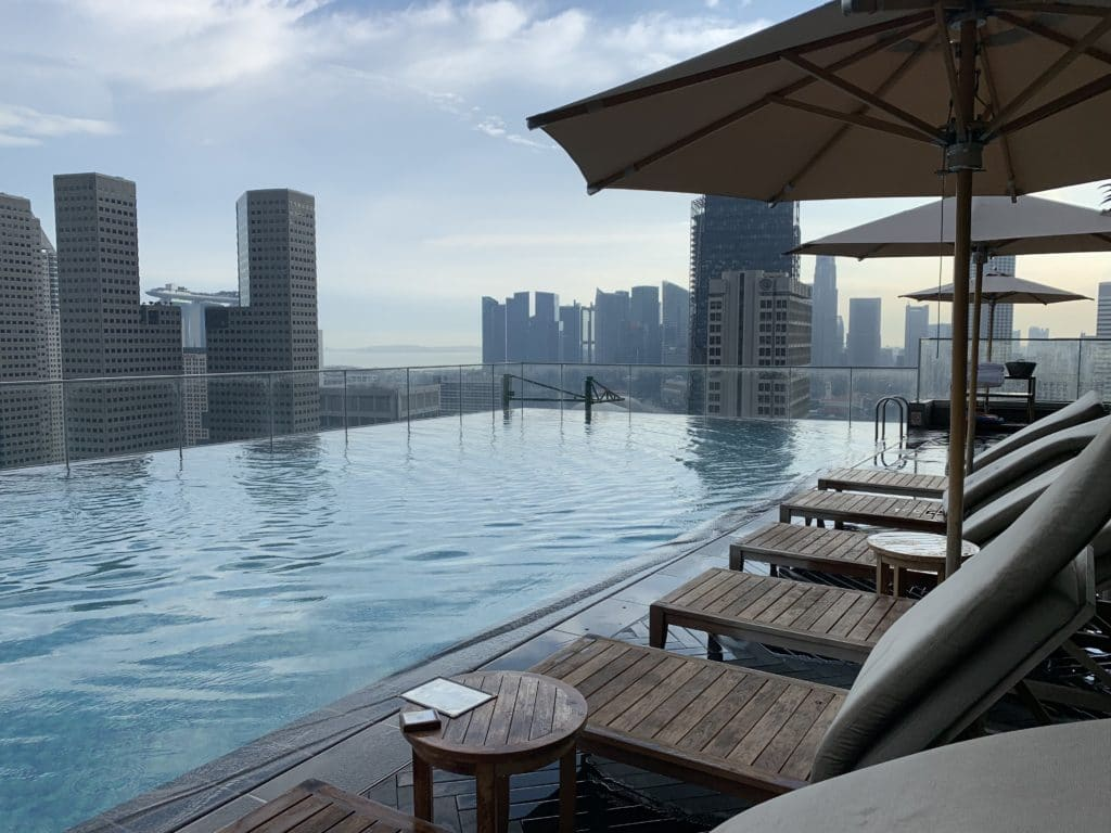 Andaz Singapore Pool Liegestühle
