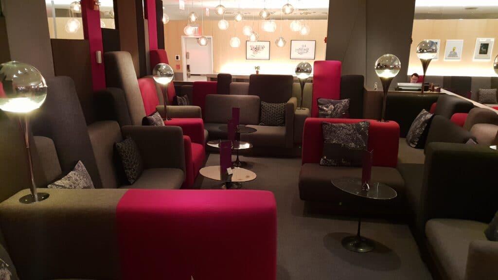 EWR New York Virgin Clubhouse Lounge 17 Lounge Möbel