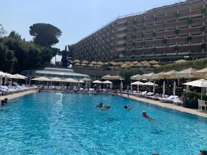 Waldorf Astoria Rom Pool Richtung Fassade