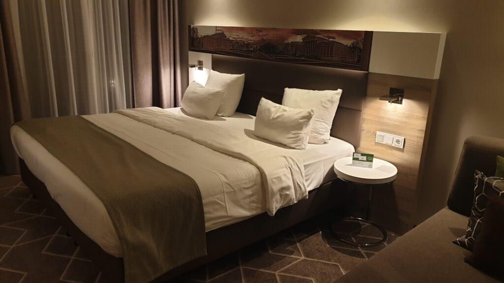 IHG Holiday Inn München Zimmer