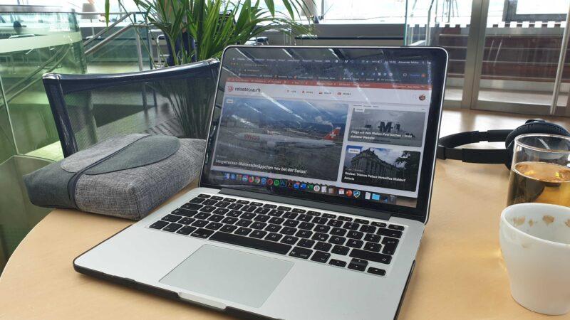 Lounge Basel EuroAirport Priority Pass Laptop MacBook Arbeit Reisetopia.ch Schweiz Frankreich