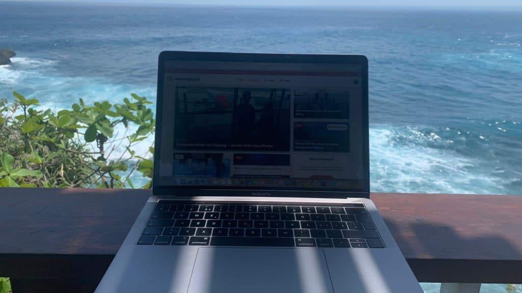 Luca MacBook Bali