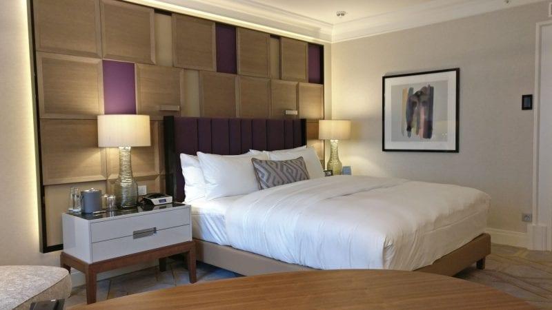 The Ritz Carlton Berlin Bett Zimmer 800x450