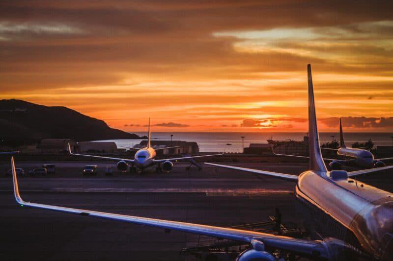 Airport Flughafen Airplane Flugzeug Sonnenuntergang 800x533
