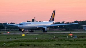 Lufthansa Airbus A330 Sonnenaufgang Sunrise Düsseldorf 1024x576
