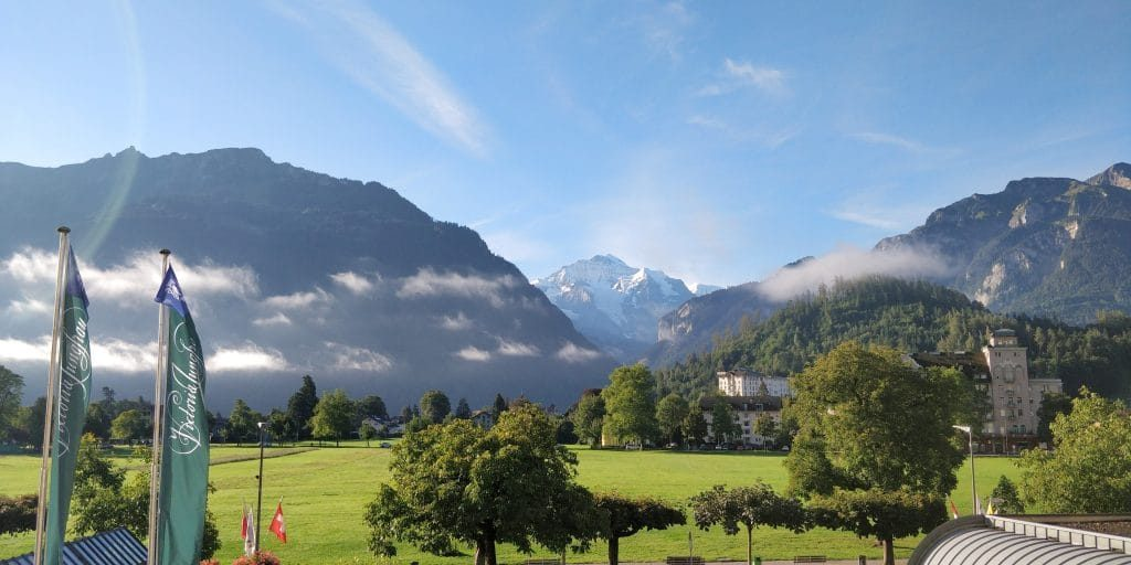 Victoria Jungfrau Grand Hotel Interlaken Deluxe Junior Suite Ausblick 2 1024x512