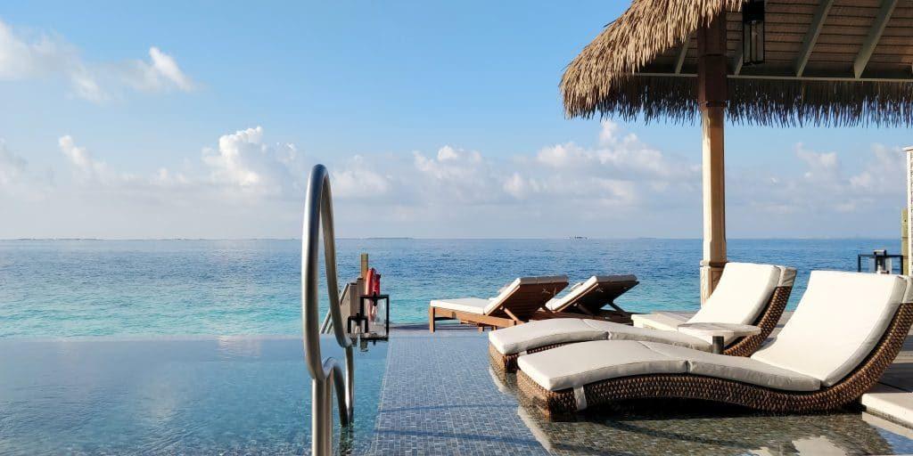 Waldorf Astoria Maldives Ithaafushi Overwater Villa Terrasse 23 1024x512