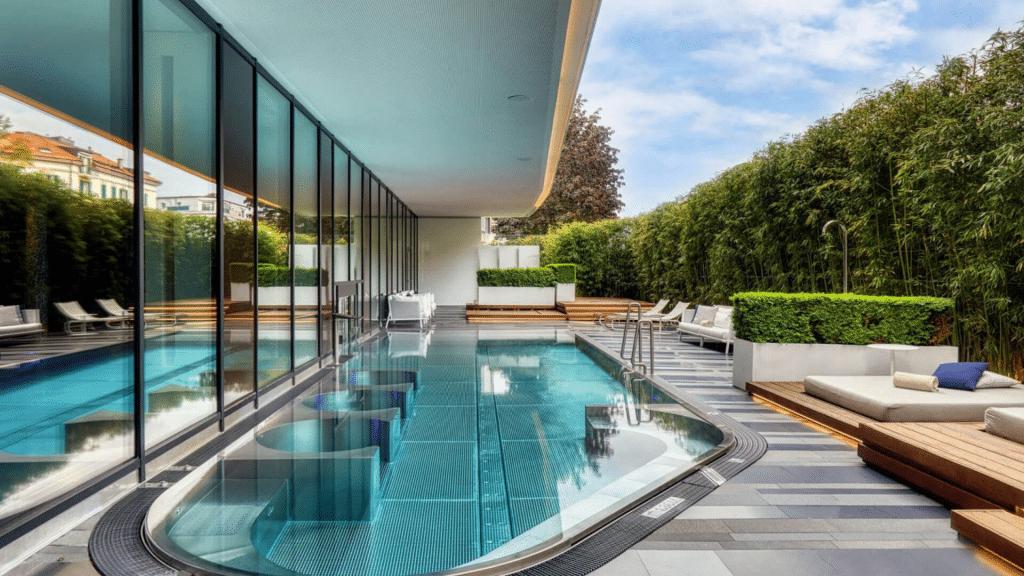 Royal Savoy Lausanne Pool