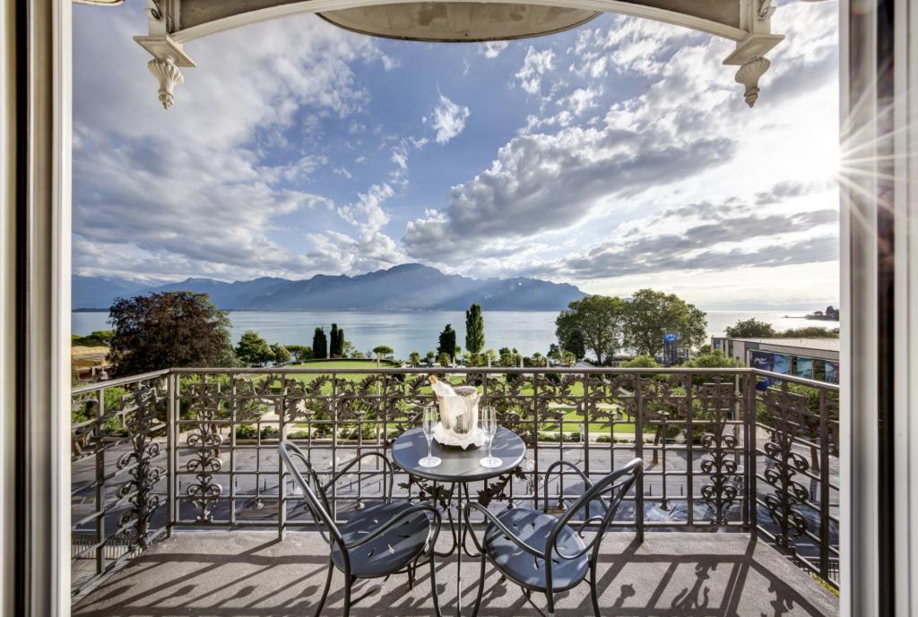 Fairmont Le Montreux Palace, Lake View Zimmer
