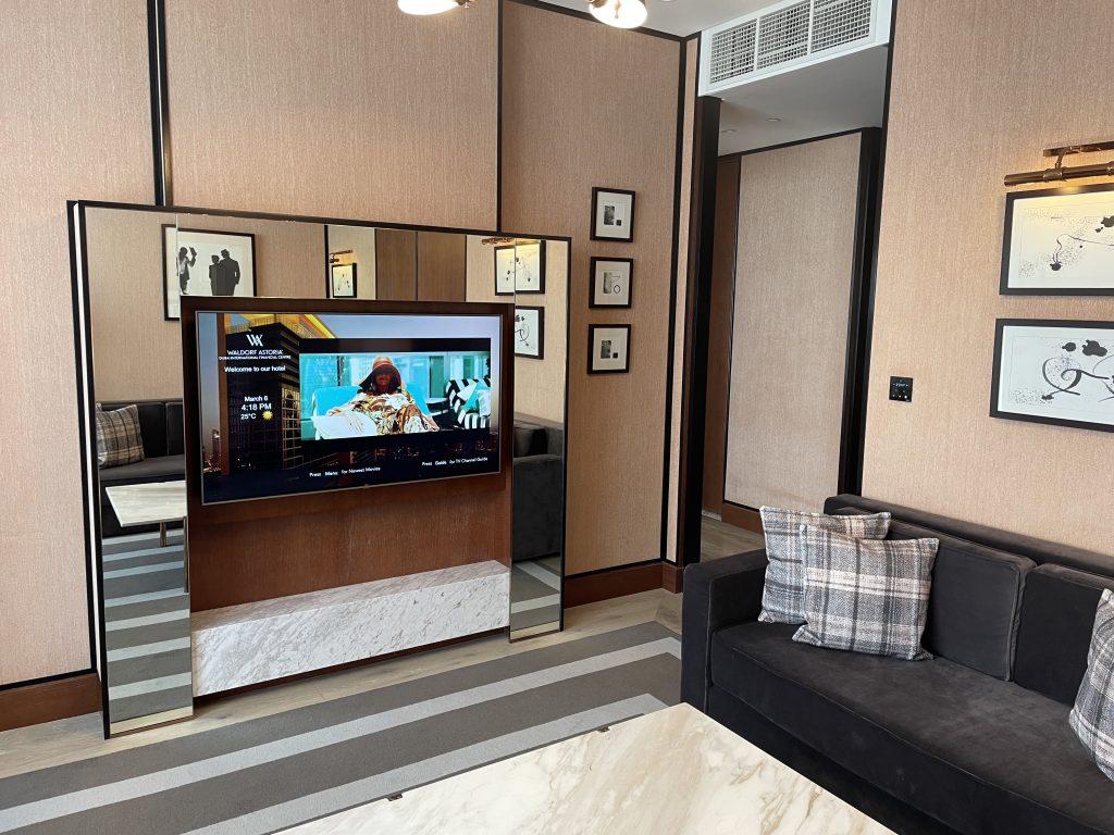 Waldorf Astoria Dubai International Financial Centre Fernseher