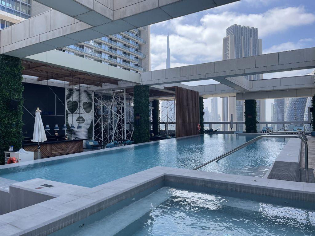 Waldorf Astoria Dubai International Financial Centre Poolanlage Seitlich