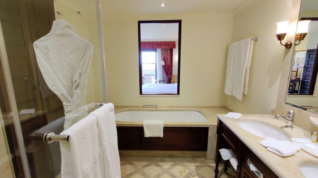 Castillo Hotel Son Vida Mallorca Bad 8 1024x575