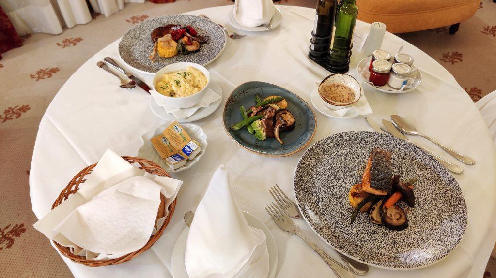 Castillo Hotel Son Vida Mallorca Room Service Abendessen 5 1024x575
