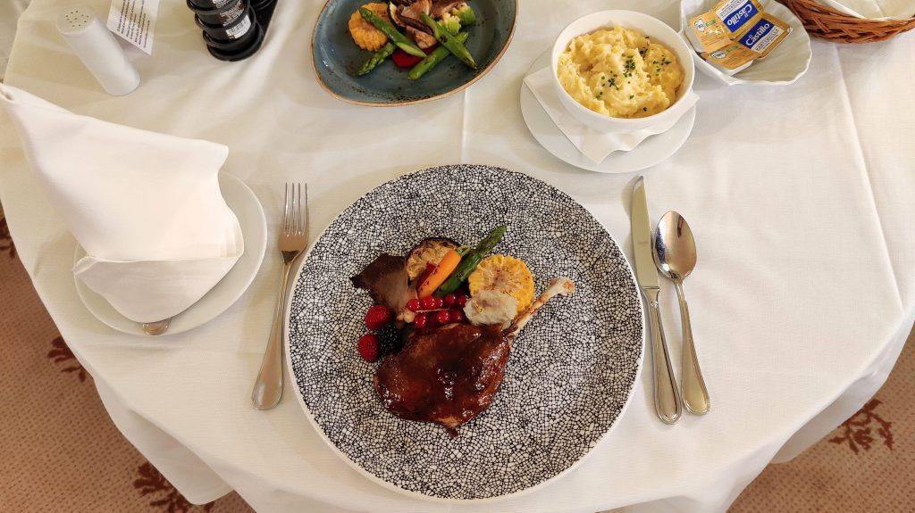 Castillo Hotel Son Vida Mallorca Room Service Abendessen 7 1024x575