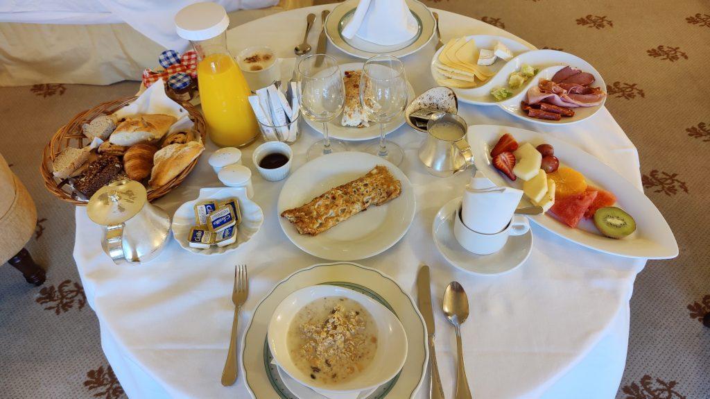 Castillo Hotel Son Vida Mallorca Room Service Frühstück 1 1024x575