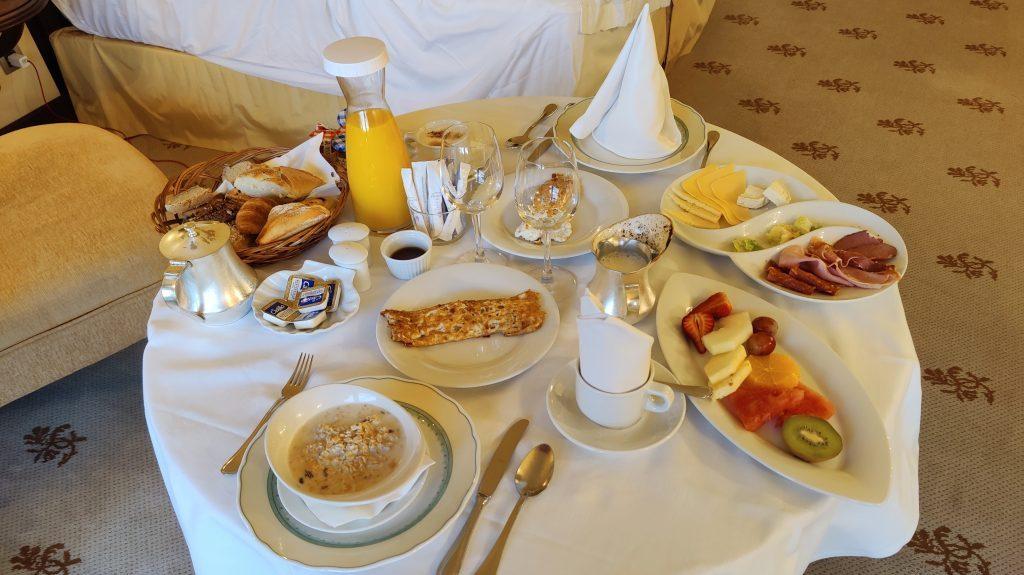 Castillo Hotel Son Vida Mallorca Room Service Frühstück 2 1024x575