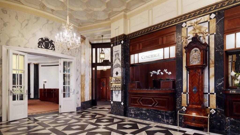Lobby Hotel Bristol 2