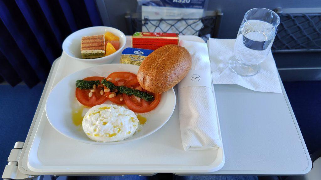 Lufthansa Business Class Mittagessen Inlandsflug 1024x575