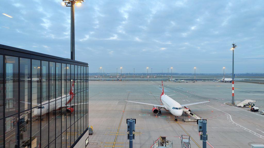 Lufthansa Lounge Berlin Ausblick 2 1024x575