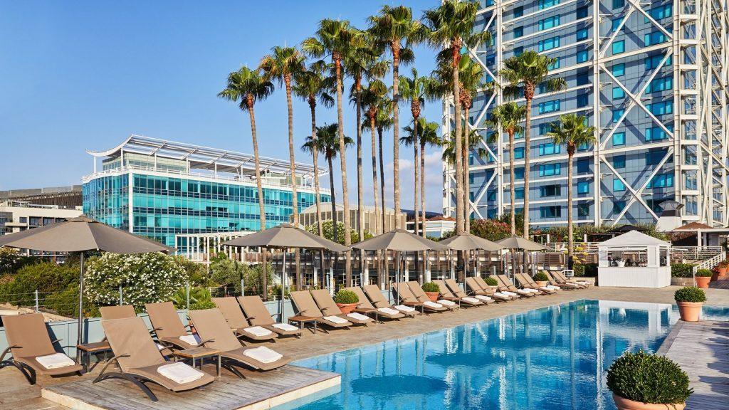 Pool Hotel Arts 2