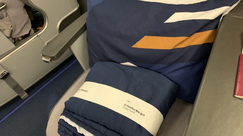 Lufthansa Business Class Bedding 1024x576