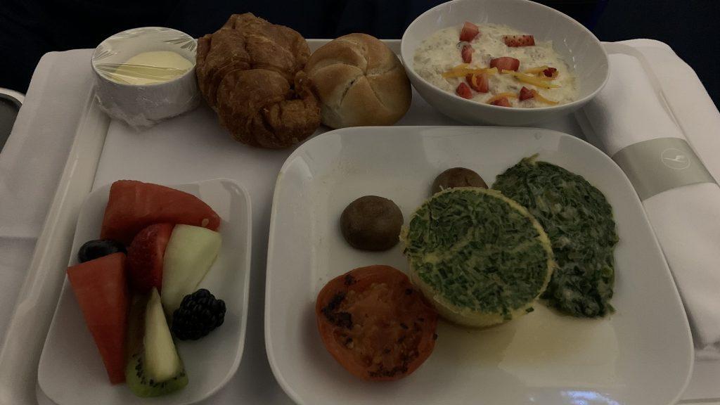 Lufthansa Business Class Essen 1024x576