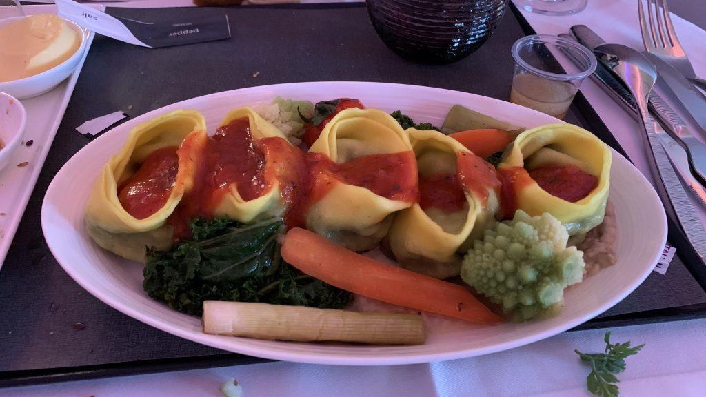 Qatar Airways Business Class Essen 1024x576
