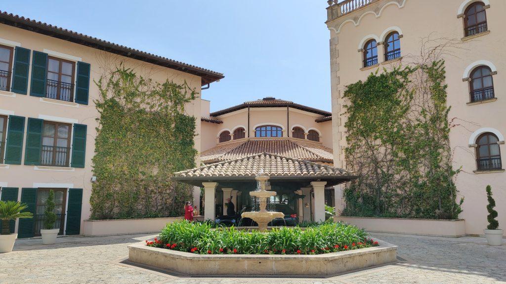 The St. Regis Mardavall Resort Mallorca Eingang 1024x575