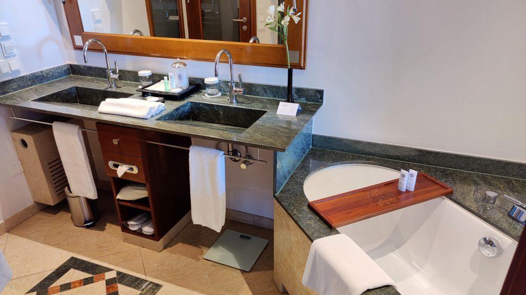 The St. Regis Mardavall Resort Mallorca Junior Suite Bad 2 1024x575