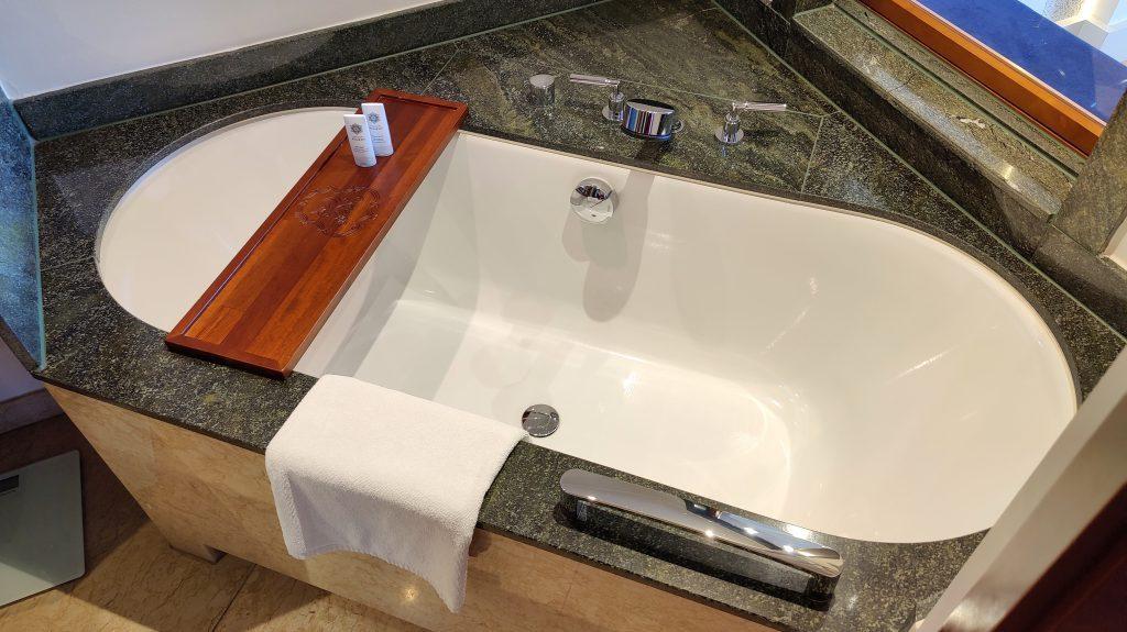 The St. Regis Mardavall Resort Mallorca Junior Suite Bad 3 1024x575