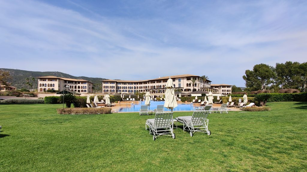 The St. Regis Mardavall Resort Mallorca Pool 7 1024x575