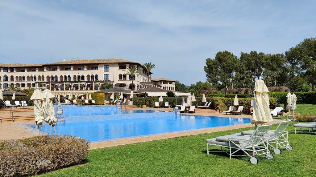 The St. Regis Mardavall Resort Mallorca Pool 8 1024x575