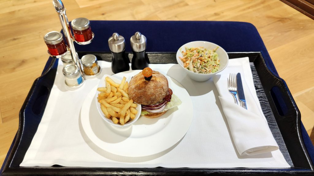 The St. Regis Mardavall Resort Mallorca Room Service Abendessen 5 1024x575