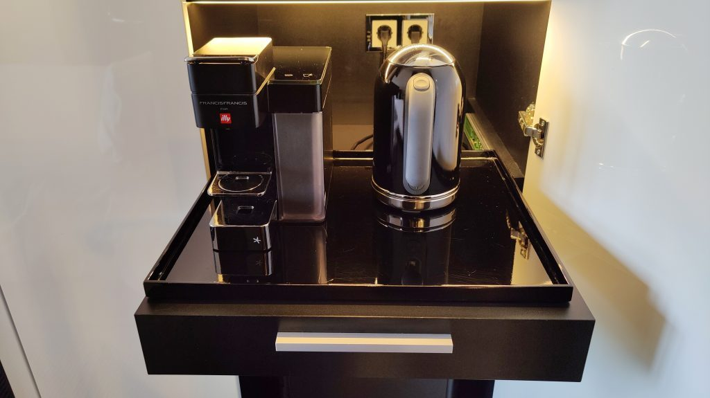 Sofitel Frankfurt Opera Zimmer Kaffeemaschine 1024x575
