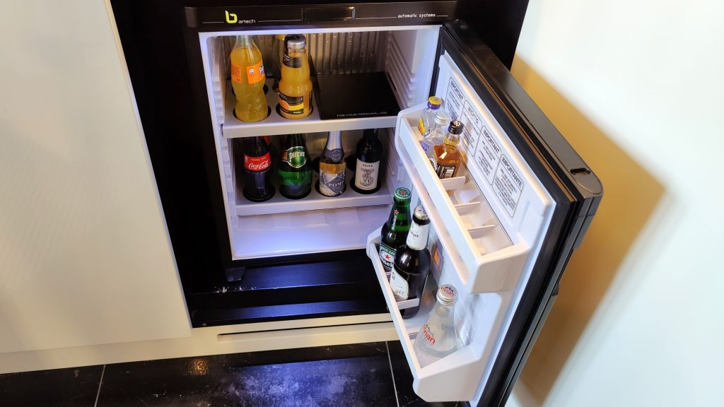 Sofitel Frankfurt Opera Zimmer Minibar 1024x576
