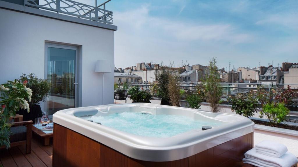 Renaissance Paris Republique Suite Mit Whirlpool
